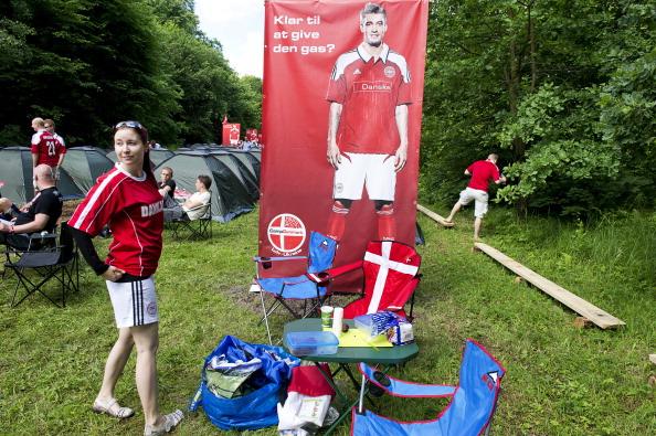 Кэпминг фанов сборной Дании во Львове 13 июня 2012 года. Фото: CLAUS BECH/AFP/GettyImages
