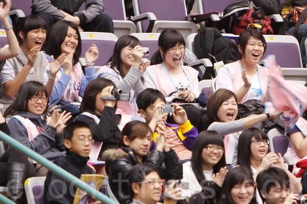 Радостные зрители на концерте в честь 100-летия основания Китайской Республики. Город Тайбэй. 17 апреля 2011 год. Фото: The Epoch Times