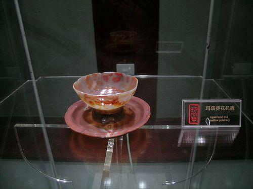 Блюдце и чашка из агата. Фото с secretchina.com
