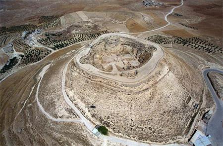 Вид возведенной крепости города Иродион (западная часть  города Вифлеем). Фотография предоставлена израильским Правительственным Пресс-центром (GPO). Фото: Ya'akov Sa'ar/GPO via Getty Images