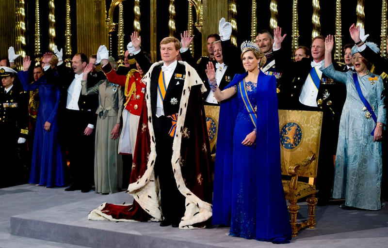 Амстердам, Нидерланды, 30 апреля. Виллем-Александр стал королём страны. Справа — его супруга, королева-консорт Максима. Фото: Robin Utrecht-Pool/Getty Images