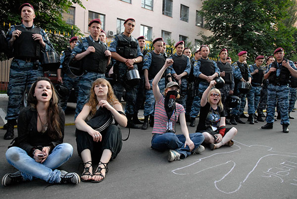 Масови протест проти загибелі студента у відділку міліції відбувся у Києві 10 червня. Фото: Володимир Бородін/The Epoch Times