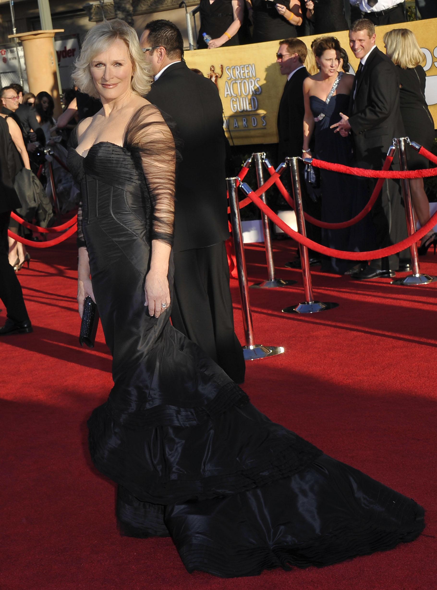 Гленн Клоуз в чёрном вечернем платье от Zac Posen. Фото: JOE KLAMAR/AFP/Getty Images