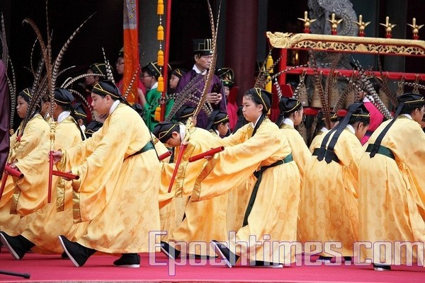 Исполнение традиционного танца «Баи». Тайбэй, Тайвань. 28 сентября 2009 год. Фото: The Epoch Times