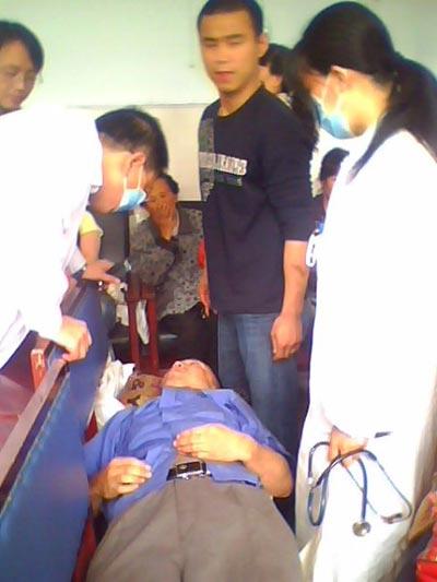 Около тысячи человек в настоящее время находятся в больницах с отравлениями. Город Цзилинь. Фото с epochtimes.com