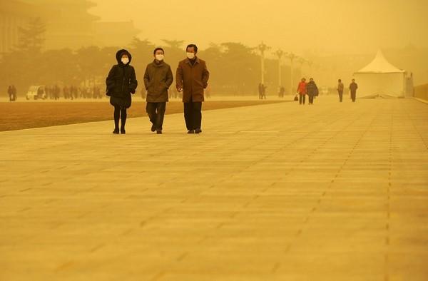 Песчано-пылевая буря в Пекине. Март 2010 года. Фото: AFP PHOTO/ LIU Jin
