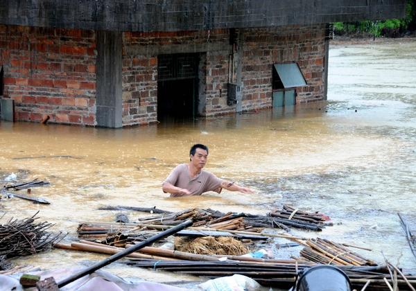 Тайфун «Фанаби» свирепствует в Китае. Фото с epochtimes.com