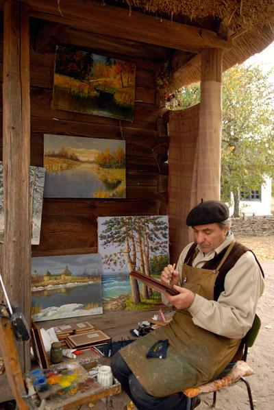 Художник демонстрирует свои работы на фестивале «Казацкие звитяги 2009». Фото: Владимир Бородин/The Epoch Times