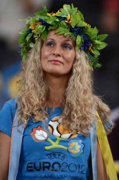Українська вболівальниця чекає початку матчу Англії проти України 19червня 2012року на Донбас Арені у Донецьку. Фото: CARL DE SOUZA/AFP/Getty Images