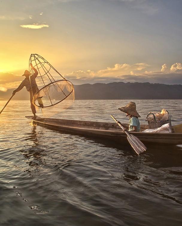 Вечерняя рыбалка на озере Инле, Мьянма. Фото: Cynthia MacDonald/travel.nationalgeographic.com