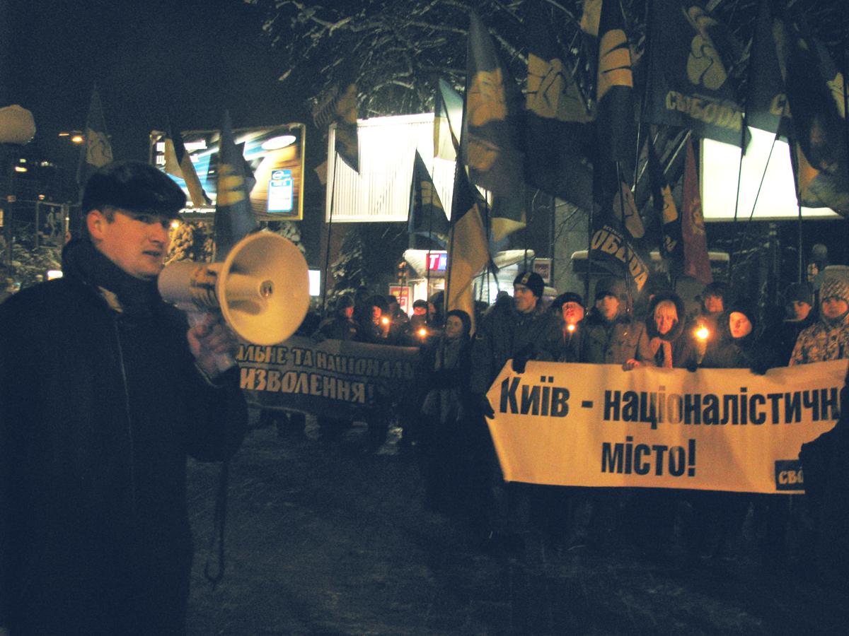 Члени ВО Свобода вшанували пам'ять загиблих під Крутами. Фото: Аліна Маслакова/The Epoch Times Україна
