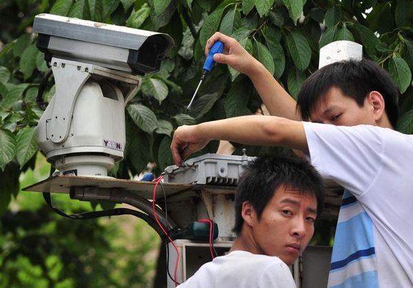 13 июля. Пекин. На пекинских улицах установлено множество дополнительных видеокамер. Фото: FREDERIC J. BROWN/AFP/Getty Images