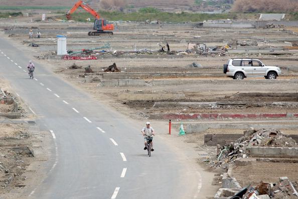 Дорога в г. Натори уже свободна от обломков. Фото: Kiyoshi Ota/Getty Images