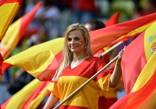 Іспанка на матчі Італії проти Іспанії 10 червня 2012 року, Арена Гданськ. Фото: GABRIEL BOUYS/AFP/GettyImages
