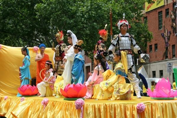 Колонна, рассказывающая о великой китайской династии Тан. Мельбурн, Австралия. 3 декабря 2009 г. Фото: Чен Мин/The Epoch Times
