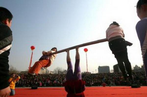 Китайские акробаты. Фото: AFP/Getty Images