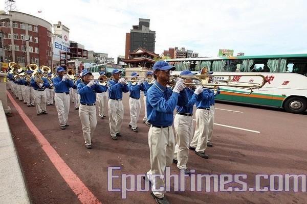Колонна «Небесного оркестра». 27 сентября. Тайвань. Фото: Тань Бинь/The Epoch Times