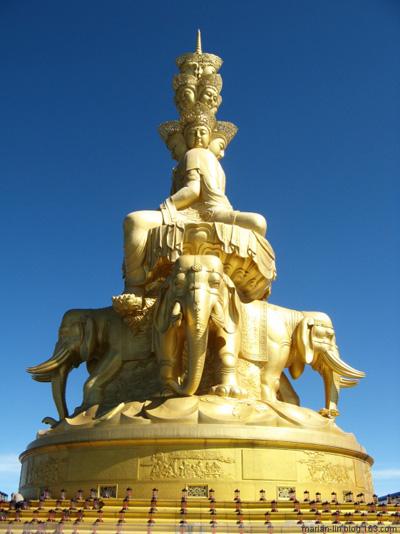 Статуя Будды Самантабхадра. Горы Эмэй. Фото с secretchina.com