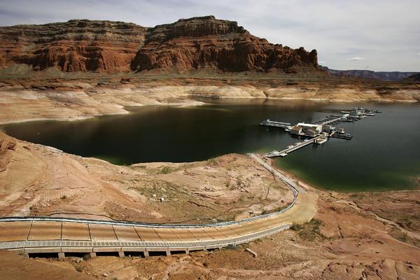 Пустельний пейзаж - результат шестирічної посухи. Фото: David McNew / Getty Images
