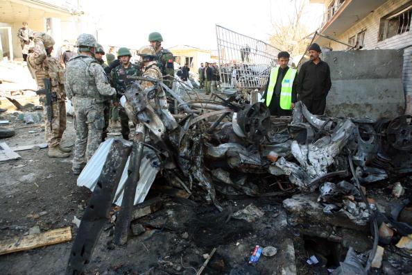 Спецслужбы Афганистана изучают место, где 15 декабря был осуществлен теракт. Фото: Majid Saeedi/Getty Images