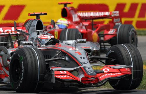 Пилот команды Макларен Фернандо Алонсо участвует в гонках седьмого этапа чемпионата мира Формулы-1 – Гран-при США. Фото: GABRIEL BOUYS/AFP/Getty Images