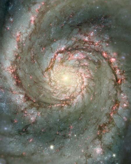 5 квітня 2001 р. Центральна частина спіральної галактики, що перебуває недалеко від Чумацького шляху, в якій утворюється безліч яскравих нових зірок. Фото: NASA and The Hubble Heritage Team (STScI/AURA)