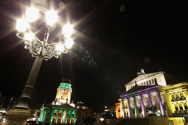 Немецкий собор (L) и здание Концертхауса на площади Жендарменмаркт. Фото:Andreas Rentz/Getty Images