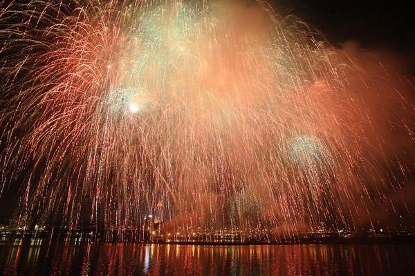 Фестиваль фейерверков в Тайване. Город Тайбэй. 7 ноября 2009 год. Фото: Су Юйфэн/The Epoch Times