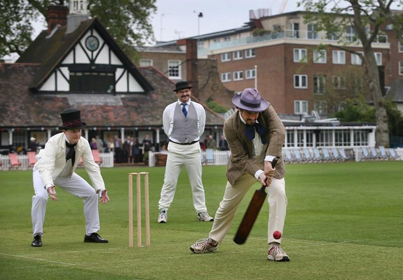 Лондон, Англія, 29 травня. Співробітники та автори щорічного альманаху про крикет «Wisden Cricketers» відзначили грою в крикет 150-річчя видання. Фото: Peter Macdiarmid/Getty Images