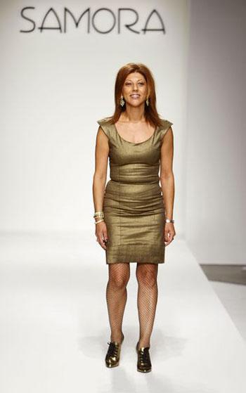 Дизайнер Самора (Samora) на показе своей коллекции сезона весна-2008 на Неделе моды Mercedes-Benz Fashion Week в Калвер-Сити (Калифорния). Фото: Mark Mainz/Getty Images for Samora