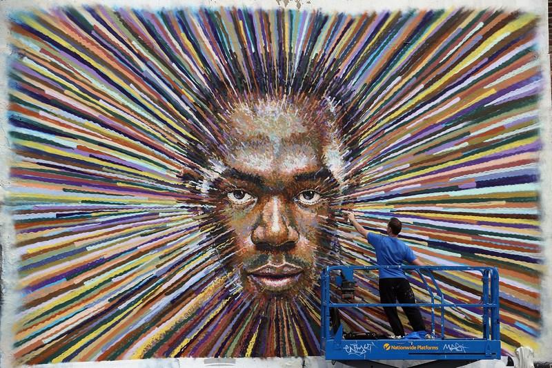 Лондон, Англия, 20 июля. «Звезда» стрит-арта Джеймс Кохран запечатлел лицо спринтера из Ямайки Усейна Болта. Фото: Dan Kitwood/Getty Images