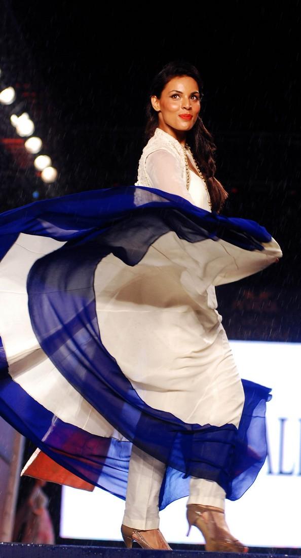 Благодійний показ моди «Турбота зі стилем». Фото: STRDEL/AFP/Getty Images
