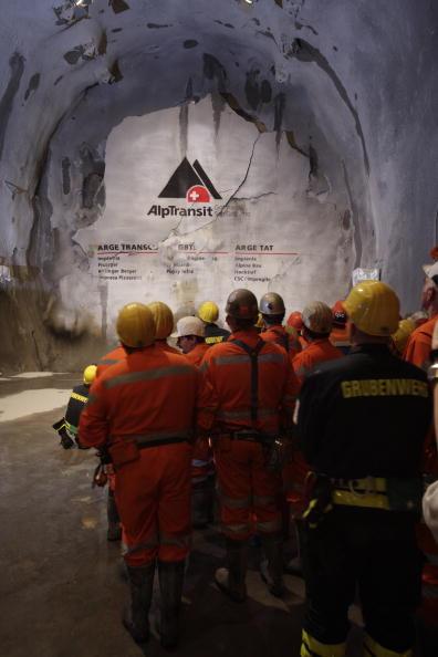 Готтардский туннель. В Швейцарии закончено бурение самого длинного туннеля в мире. Фоторепортаж. Фото: Samy Golay/TiPress/Getty Images