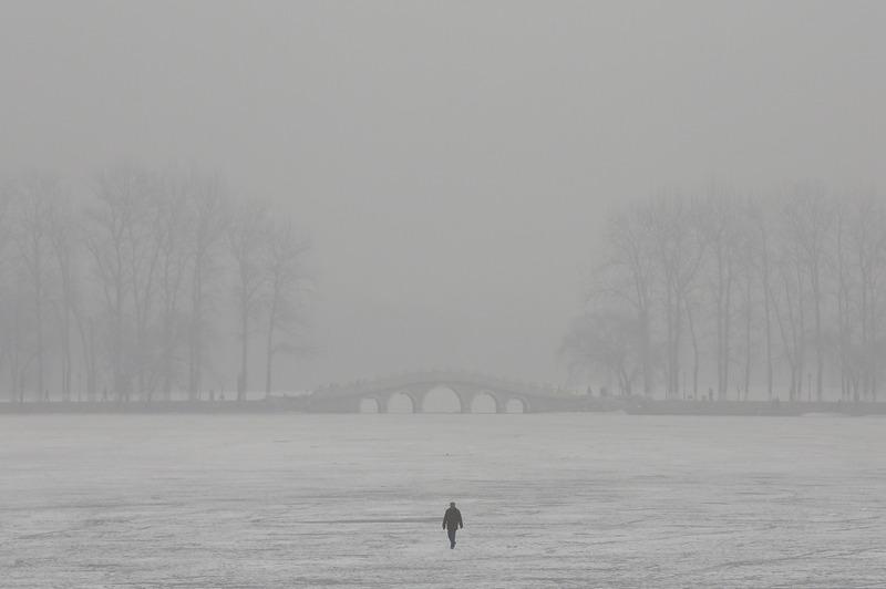 Пекин, Китай, 29 января. Сильный смог распространился на территории 1,3 млн кв. км страны. Фото: Feng Li/Getty Images