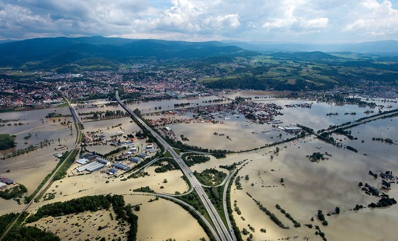 Деггендорф, Німеччина, 6 червня. Повінь на річці Дунай затопила швидкісні шосе. Нинішня повінь у Німеччині — найсильніша за останні 400 років. Фото: Joerg Koch/Getty Images