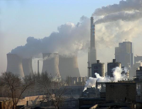 Две новые тепловые электростанции в городе Юаньбаошань Внутренней Монголии. Фото: Zhenda