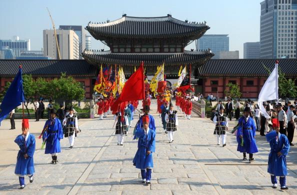 Урочиста церемонія біля палацу Кенбок в Сеулі. Фото: KIM JAE-HWAN/AFP/Getty Images