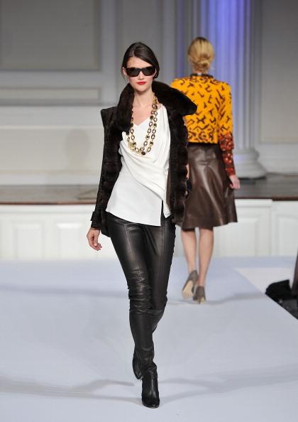 Презентация коллекции ОСКАР ДЕ ЛЯ РЕНТА осень 2011 года в Нью-Йорке (2). Фото Slaven Vlasic/Getty Images