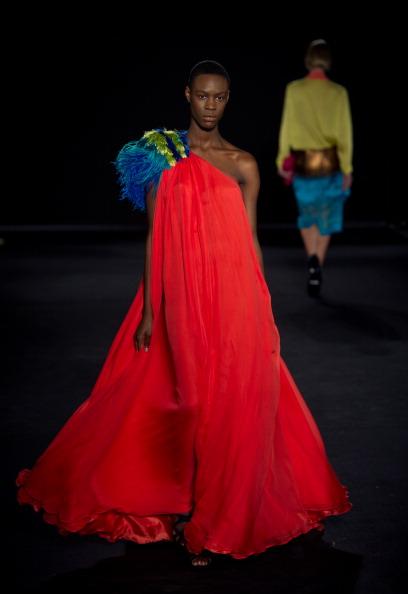 Показ выпускников Лондонского колледжа моды и дизайна Фото Ian Gavan/Getty Images