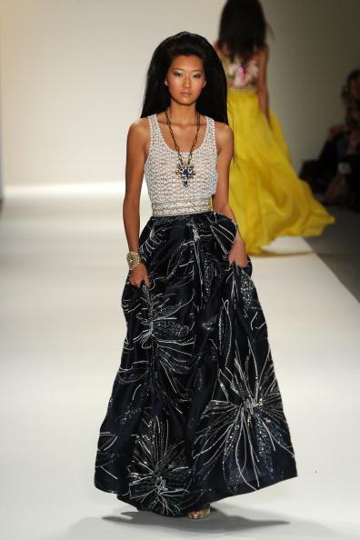 Презентація колекції Naeem Khan весна 2010 на Тижні моди Mercedes-Benz у Нью-Йорку. Фото Frazer Harrison / Getty Images for IMG