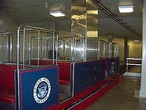 Этот мини-поезд ходит каждые пять минут. Его маршрут проходит от зданий Сената до Капитолия. Фото: Энни Пилзберри/The Epoch Times