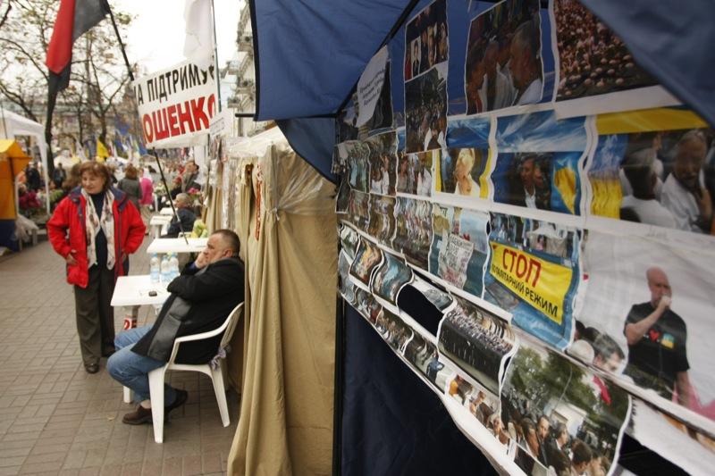 Палаточный городок в ожидании приговора Тимошенко. Фото: Евгений Довбуш/The Epoch Times Украина