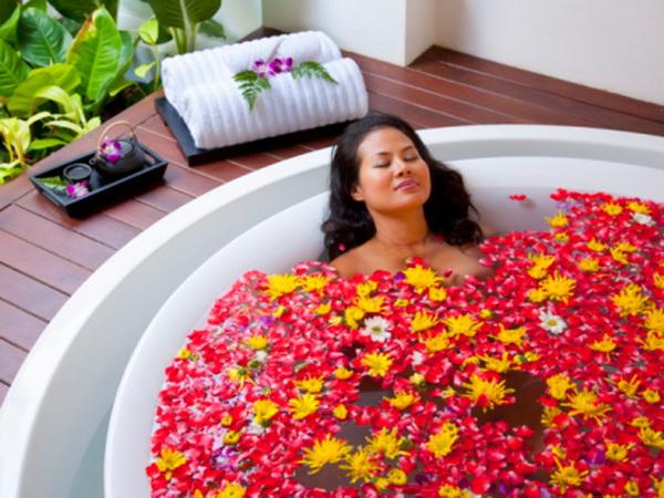 Ароматерапія і лікувальні ванни повернуть шкірі молодість і здоров'я. Фото: Stuart Dee / Getty Images