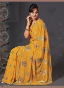 Цвет и орнамент сари традиционно отражают социальное положение и религиозную принадлежность женщины, которая его носит. Фото: www.ganesh-import.com