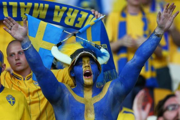 Сектор шведських фанатів на матчі між Україною та Швецією 11 червня 2012 року. Фото: Alex Livesey/Getty Images