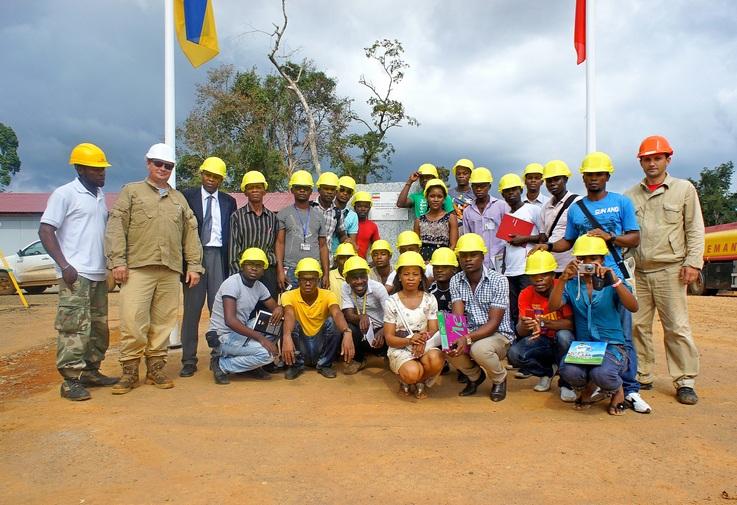 Студенти університету, екскурсія на будівництво. Фото: Олександр Африканець