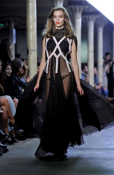Презентація колекциї від Kelly Brook весна / літо 2011 на шоу моди в Лондоні, Англія. Фото Gareth Cattermole/Getty Images