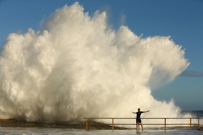 Сидней, Австралия, 29 января. Мощные волны, вызванные циклоном Освальд, обрушиваются на побережье. Фото: Cameron Spencer/Getty Images