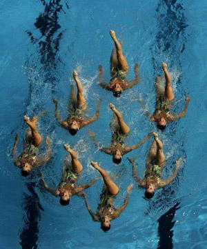 Іспанська команда під час технічної програми в синхронному плаванні. Фото: Robert Cianflone/Getty Images