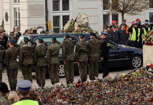Жизнь и смерть президента Польши Леха Качиньского. Фоторепортаж. Фото: JOE KLAMAR/Getty Images